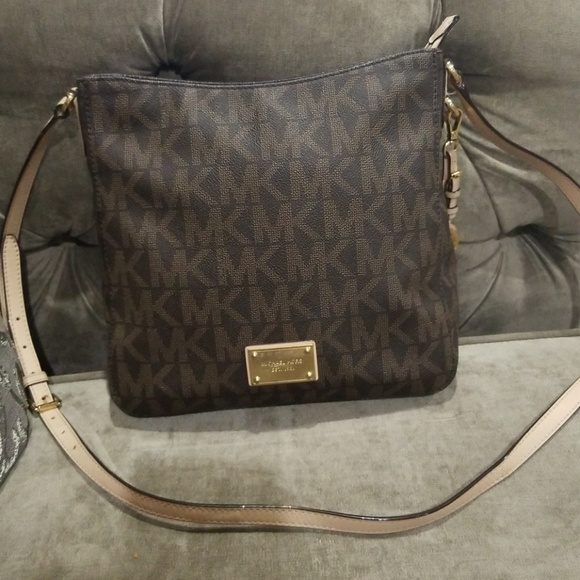 b76ef93d7d Authentic Michael Kors Jet Set messenger bag. M 5b6f8399d6dc52cfff7f306e